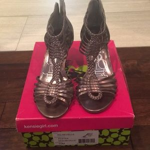 Kensie Girl sz 10 pewter metallic sandals
